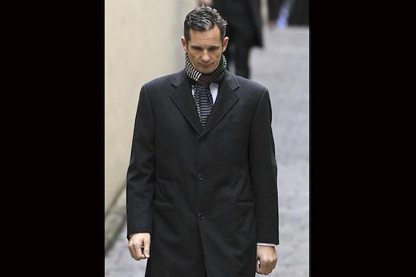 GRA006 PALMA DE MALLORCA, 23/02/2013.- El duque de Palma, Iñaki Urdangarin, a su llegada a los juzgados de Palma para declarar por segunda vez como imputado por las supuestas irregularidades detectadas en la gestión de fondos públicos por parte del Instituto Nóos. EFE/Ballesteros