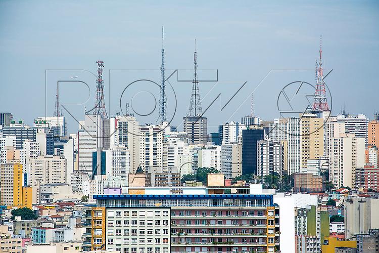 Vista de São Paulo do centro em direção a Avenida Paulista - região das torres de transmissão, São Paulo - SP, 08/2016.