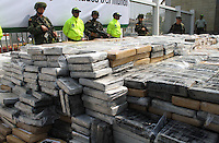 CARTAGENA -COLOMBIA. 10-04-2014. La Policia Nacional de Colombia decomiso 7 toneladas de cocaina  con rumbo a Holanda  encontrada en un contenedor en la Sociedad Portuaria de Cartagena., el valor de la droga es de 242 millones de dolares./ The National Police of Colombia confiscation 7 tons of cocaine bound for Holland found in a container at the Port Society of Cartagena., The value of the drug is 242 million dollars. Photo: VizzorImage/ Andrew Indell  / Stringer