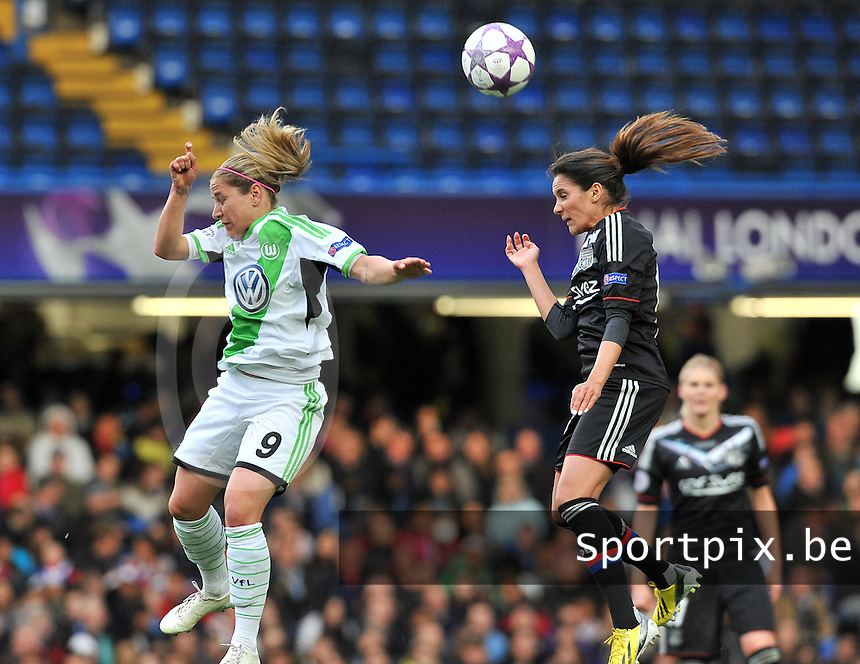 Wolfsburg - Olympique Lyonnais : Anna Bl&auml;sse in een kopduel met Louisa Necib (rechts)<br /> foto David Catry / Nikonpro.be