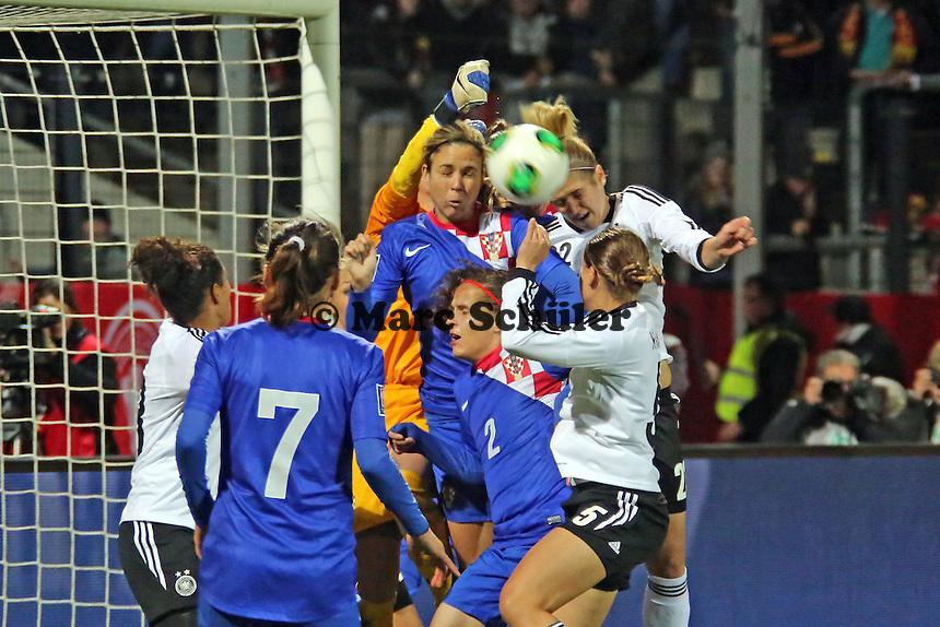 Luisa Wensing (D) gegen Doris Bacic (CRO)- Deutschland vs. Kroatien, WM-Qualifikation, Frankfurter Volksbank Stadion