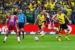 13.08.2014, Signal Iduna Park , Dortmund, GER, DFL-Supercup, Borussia Dortmund vs. FC Bayern Muenchen / M&uuml;nchen, im Bild: Arjen Robben #10 (FC Bayern M&uuml;nchen / Muenchen) am Ball. Javier Martinez #8 (FC Bayern M&uuml;nchen / Muenchen) wartet auf das Abspiel. Querformat, Aktion, Action<br /> <br /> Foto &copy; nordphoto / Grimme