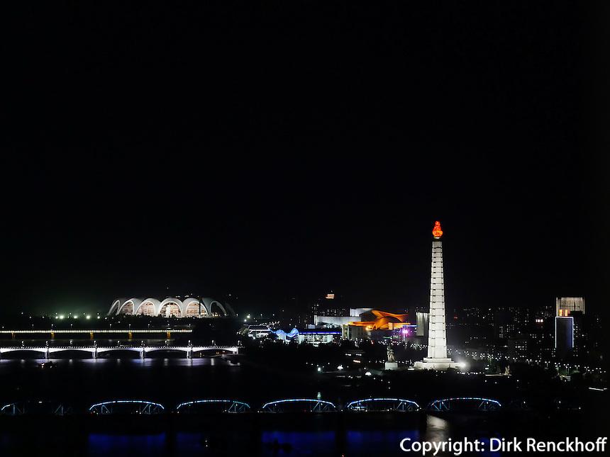 Taedong-Fluss und Juche-Turm, Pyongyang, Nordkorea, Asien<br /> Taedong River and Juche-tower, Pyongyang, North Korea, Asia