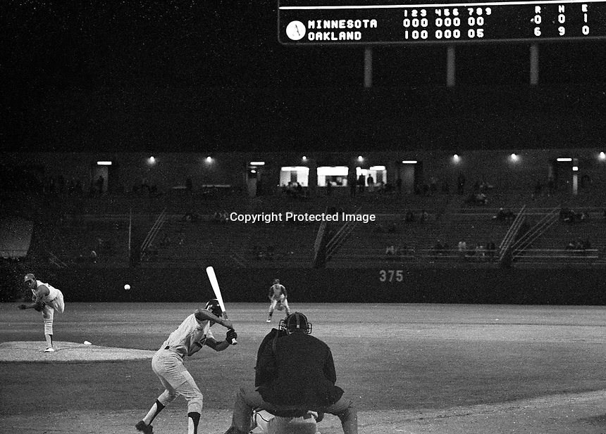 Oakland Athletics Vida Blue pitching to Minnesota Twins Cesar Tovar for the final out in his No-Hitter, <br />