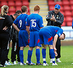 Terry Butcher sorts his team for the penalty shootout