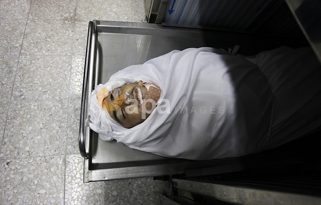 The body of Palestinian Khalil Atallah, 25, who was shot dead by Israeli security forces during clashes at the Israel-Gaza border, is seen at a morgue in hospital in Gaza city, on April 27, 2018. Photo by Mahmoud Ajour