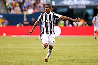EAST RUTHERFORD, EUA, 22.07.2017 - JUVENTUS-BARCELONA - Douglas Costa da  Juventus (ITA) durante partida contra o  Barcelona (ESP) valido pela Internacional Champions Cup no MetLife Stadium na cidade de East Rutherford nos Estados Unidos neste sábado, 22. (Foto: William Volcov/Brazil Photo Press)