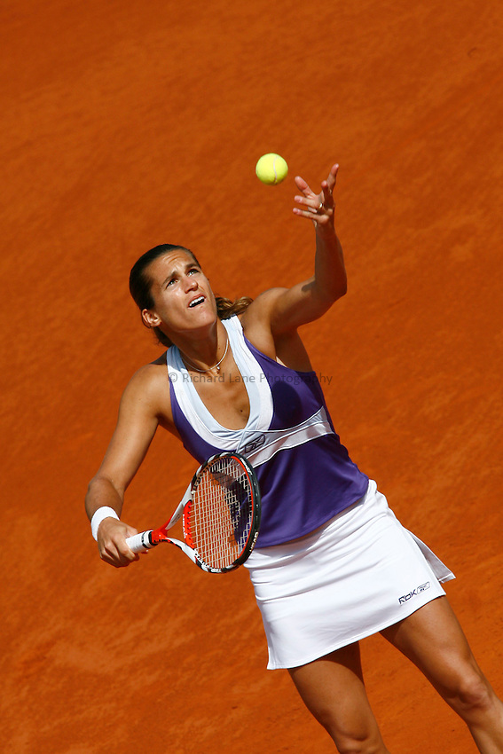 Photo: Iconsport/Richard Lane Photography..French Open, Roland Garros 2007. 31/05/2007..Amelie Mauresmo serves.