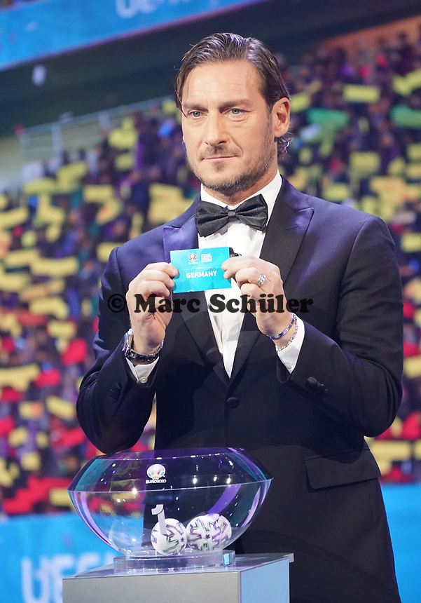 Francesco Totti hat Deutschland gezogen - 30.11.2019: UEFA EURO2020 Auslosung, Romexpo Bukarest, DISCLAIMER: UEFA regulations prohibit any use of photographs as image sequences and/or quasi-video.