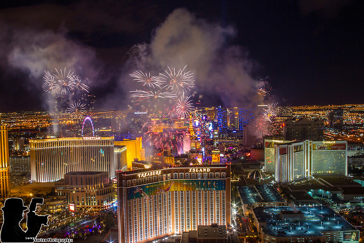 Las Vegas Nevada 2015 , Fireworks explode over Las Vegas during 2015 New Years Party by Grucci fireworks from the Trump International Hotel Larry Burton/Grucci ©