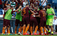 Calcio, Serie A: Roma vs Udinese. Roma, stadio Olimpico, 20 agosto 2016.<br /> Roma&rsquo;s Diego Perotti, back to camera, n.8, celebrates with teammates after scoring on a penalty kick during the Italian Serie A football match between Roma and Udinese at Rome's Olympic stadium, 20 August 2016. Roma won 4-0.<br /> UPDATE IMAGES PRESS/Riccardo De Luca
