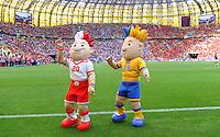 FUSSBALL  EUROPAMEISTERSCHAFT 2012   VORRUNDE Spanien - Italien            10.06.2012 Slavek und Slavko, Maskottchen der EM