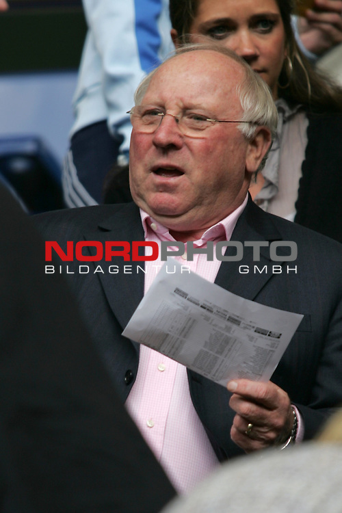 FIFA WM 2006 - Gruppe E ( Group E )<br /> Play #41 (22-Jun) - Czech Republic vs Italy.<br /> HSV-Legend and former national player Uwe Seeler prior to the match of the World Cup in Hamburg.<br /> Foto &copy; nordphoto