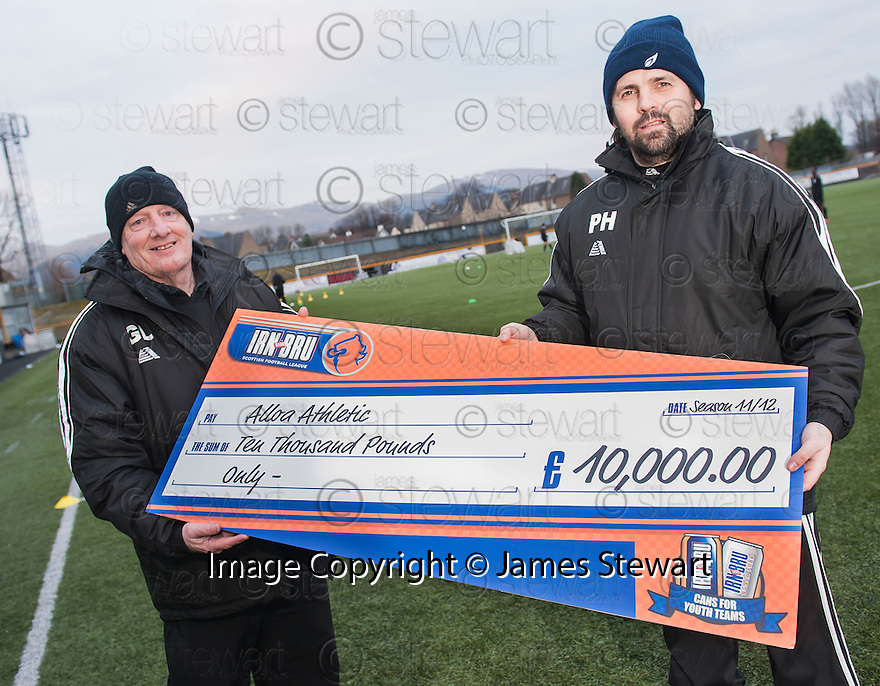 """Alloa Manager Paul Hartley and Head of Youth Graeme Liveston, who was his former teacher, with their """"Cans For Youth Teams"""" cheque."""