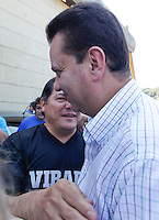 SAO PAULO, SP, 30 JUNHO 2012 - GILBERTO KASSAB NA VIRADA ESPORTIVA 2012 - O prefeito de Sao Paulo Gilberto Kassab (PSB) acompanhado do secretario municipal de esportes Bebeto Haddad (E) durante visita das atividades da Virada Esportiva 2012  no CEU Água Azul na Cidade Tiradentes na Zona Leste de Sao Paulo, neste sabado, 30. (FOTO: WILLIAM VOLCOV / BRAZIL PHOTO PRESS)