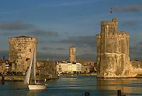 France/17/Charente Maritime/La Rochelle: Le vieux port, et les tours