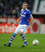 FUSSBALL   1. BUNDESLIGA   SAISON 2011/2012    15. SPIELTAG FC Schalke 04 - FC Augsburg            04.12.2011 Christian Fuchs (FC Schalke 04) Einzelaktion am Ball