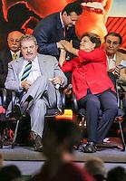 SAO PAULO, SP, 20 FEVEREIRO 2013 -  10 ANOS DO PARTIDO DOS TRABALHADORES GOVERNO FEDERAL NO PODER -  O ex prefeito de Sao Paulo Gilberto Kassab (C) (PSB) cumprimenta a presidente Dilma Rousseff (D) durante a festa do Partido dos Trabalhadores (PT) para celebrar 33 anos do partido e dez anos no comando do Governo Federal, no Holiday Inn Parque Anhembi, na zona norte de São Paulo, nesta quarta-feira, 20. FOTO: WILLIAM VOLCOV / BRAZIL PHOTO PRESS durante a festa do Partido dos Trabalhadores (PT) para celebrar 33 anos do partido e dez anos no comando do Governo Federal, no Holiday Inn Parque Anhembi, na zona norte de São Paulo, nesta quarta-feira, 20. FOTO: WILLIAM VOLCOV / BRAZIL PHOTO PRESS