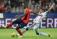 MEDELLÍN -COLOMBIA-20-09-2014. Yorleys Mena (Izq) jugador de Independiente Medellín disputa el balón con Carlos Henao (Der) jugador de Patriotas FC durante partido de la fecha 10 en la Liga Postobón II 2014 realizado en el estadio Atanasio Girardot de la ciudad de Medellín./ Yorleys Mena (L) player of Independiente Medellin fights for the ball with Carlos Henao (R) player of Patriotas FC during the 10th date of Postobon League II 2014 at Atanasio Girardot stadium in Medellin city. Photo: VizzorImage/Luis Ríos/STR