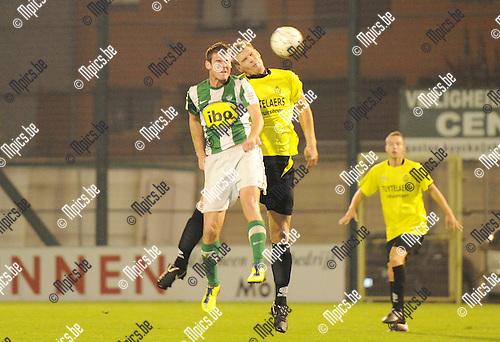 2011-11-12 / Seizoen 2011-2012 / Voetbal / KRC Mechelen - Dessel / Kopduel tussen Kevin Spreutels van Mechelen en Wesley Geuens van Dessel..Foto: mpics