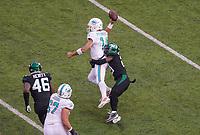 cornerback Nate Hairston (21) of the New York Jets versucht quarterback Ryan Fitzpatrick (14) of the Miami Dolphins am Pass zu hindern - 08.12.2019: New York Jets vs. Miami Dolphins, MetLife Stadium New York