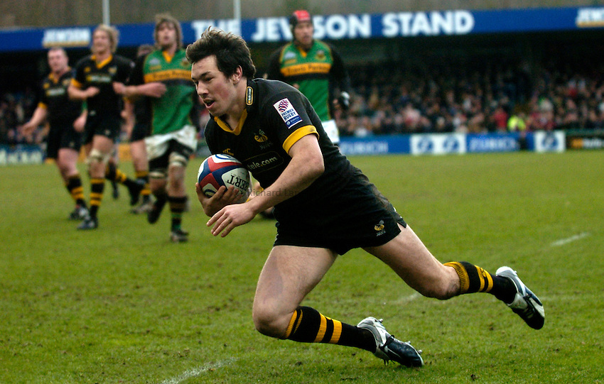Photo. Richard Lane..London Wasps v Northampton Saints. Zurich Premiership. 20/02/2005..Tom Voyce dives over for a try.