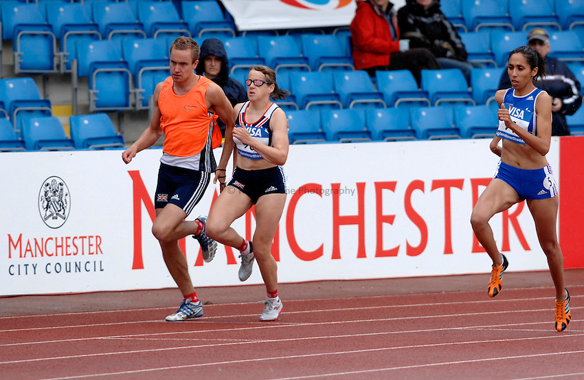 Photo: Richard Lane..VISA Paralympic World Cup 2007. Athletics. 13/05/2007. .Tracey Hinton of Great Britain and Assia El Hannouni of Fance (rt) compete in the women's T12 800m.