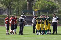 Beide Teams zum Münzwurf im ersten Spiel seit der Neugründung beider Mannschaften - 08.04.2017: Rüsselsheim Crusaders vs. Nauheim Wildboys, Stadion am Sommerdamm