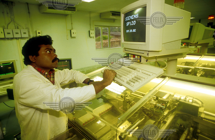 Siemens plant - making advanced circuit boards. Salt Lake City, Calcutta, India...© Paul Smith/Panos Pictures