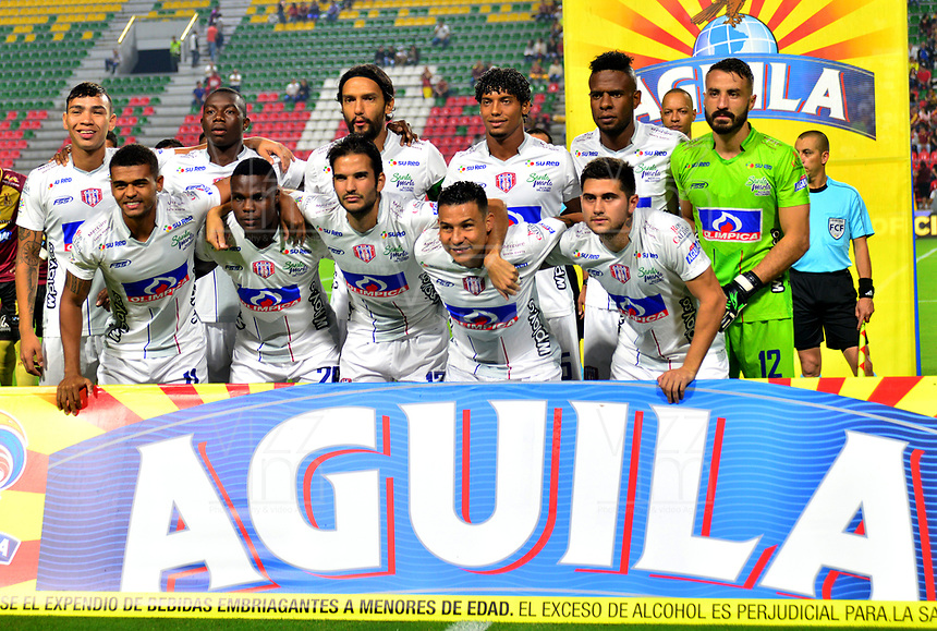 IBAGUE - COLOMBIA, 23-03-2019: Los jugadores del Unión Magdalena, posan para una foto antes de partido entre Deportes Tolima y Unión Magdalena de la fecha 11 de la Liga Águila I 2019, jugado en el estadio Manuel Murillo Toro de la ciudad de Ibague. / Players of Union Magdalena, pose for a photo prior a posponed match between Deportes Tolima and Union Magdalena of the 1st date for the Aguila League I 2019, played at Manuel Murillo Toro stadium in Ibague city. Photo: VizzorImage / Juan Carlos Escobar / Cont.