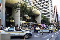 SAO PAULO, SP, 21 AGOSTO 2012 - OPERACAO DA GUARDA CIVIL METROPOLITANA-A Guarda Civil Metropolitana realizou nesta tarde de terca feira dia 21 de agosto uma operacao de fiscalizacao no Boulevard Monti Mare, shopping que vende produtos eletronicos no numero 392 da Avenida Paulista, nos Jardins, regiao  sudoeste de Sao Paulo.(FOTO:MARCELO FONSECA / BRAZIL PHOTO PRESS).