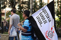 SAO PAULO, 04 DE JULHO DE 2012 - TORCIDA CORINTHIANS - Bandeiras do Corinthians sao vistas em varios pontos das ruas da regiao central da capital na tarde desta quarta feira, vespera da final da Libertadores da America. FOTO: ALEXANDRE MOREIRA - BRAZIL PHOTO PRESS