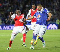 BOGOTA -COLOMBIA- 15 -09-2013. Anderson Zapata ( Der) de Los Millonarios disputa el balón contra Jefferson Cuero (Izq) del Independiente Santa Fe , acción de juego correspondiente al partido  de Los  Millonarios contra el  Independiente  Santa Fe ,juego de  la novena fecha de La Liga Postobon segundo semestre jugado en el estadio Nemesio Camacho El Campin / Anderson Shoe (Der) of The Millionaires disputes the ball against Jefferson Cuero (Left) of the Independent Santa Fe, action of game corresponding to the party of The Millionaires against the Independent Santa Fe departed from the ninth date of The League Postobon the second semester played in the stadium Nemesio Camacho The Campin  .Photo: VizzorImage / Felipe Caicedo / Staff