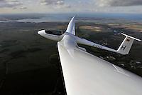ASH 26 E: DEUTSCHLAND, 17.10.2010 ASH 26 E Eigenstartfaehiges  Segelflugzeug der 18 Meter Klasse - Aufwind-Luftbilder Stichworte: Deutschland,  Segelflugzeug, Flugzeug, fliegen, fliegt, fliegend, Flug, Segelflug, Segelfliegen, Sport, Sportart, Luftsport, Luftsportgeraet, Geraet, Fluggeraet, 18 Meter  Klasse, ASH 26 E , eigen, selbst, ohne, Hilfe, startfaehig, startfaehiges, Fluegelspannweite, Fluegel, lang, lange, Spannweite, Meter,  Gleitflug, gleiten, gleitet, Motorsegler, Freizeit, Hobby, KFK, GFK, Kohlefaser, Glasfaser, Flaechenkamera, Ostsee, Wolkenstrasse, Cumulus, Insel Poel