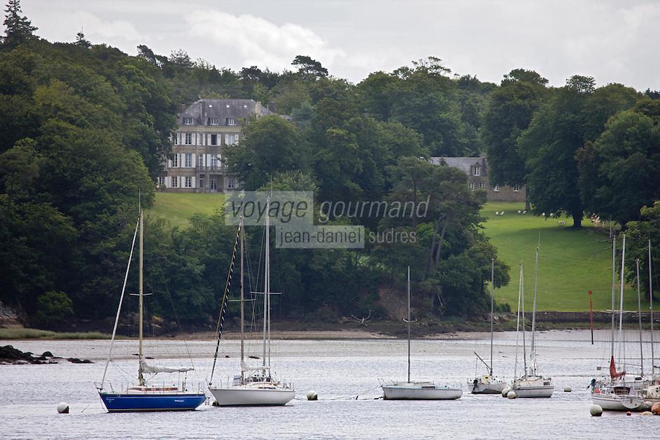 Europe/France/Bretagne/56/Morbihan/ Hennebont: Château de Locguénolé et la rivière du Blavet
