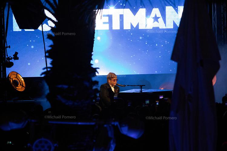 """16 Mai 2019 <br /> <br /> Elton John en concert sur la plage du Carlton pour la présentation de son film """" Rocketman """"<br /> Elton John in concert at the Carlton beach for the presentation of his movie """" Rocketman """"."""