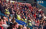 Stockholm 2014-09-11 Ishockey Hockeyallsvenskan AIK - S&ouml;dert&auml;lje SK :  <br /> Polis och ordningsvakter bredvid S&ouml;dert&auml;ljes supportrar under matchen <br /> (Foto: Kenta J&ouml;nsson) Nyckelord:  AIK Gnaget Hockeyallsvenskan Allsvenskan Hovet Johanneshovs Isstadion S&ouml;dert&auml;lje SK SSK supporter fans publik supporters slagsm&aring;l br&aring;k fight fajt gruff polis poliser