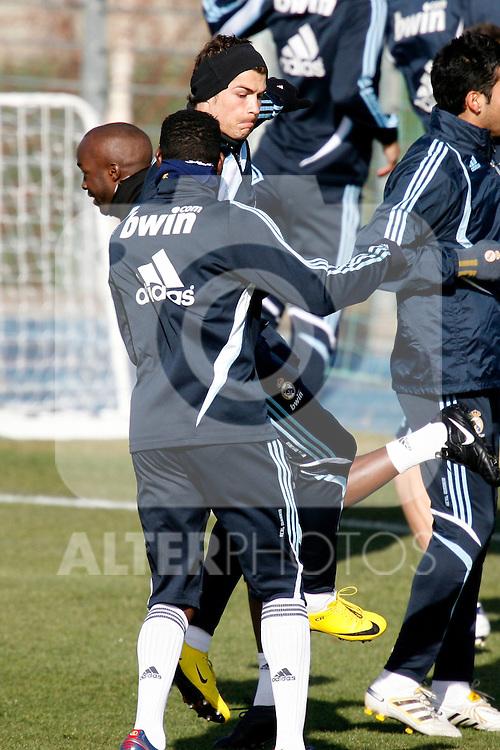 Madrid (24/02/10).-Entrenamiento del Real Madrid..Cristiano Ronaldo y Mahamadou Diarra...© Alex Cid-Fuentes/ ALFAQUI..Madrid (24/02/10).-Training session of Real Madrid c.f..Cristiano Ronaldo and Mahamadou Diarra...© Alex Cid-Fuentes/ ALFAQUI.