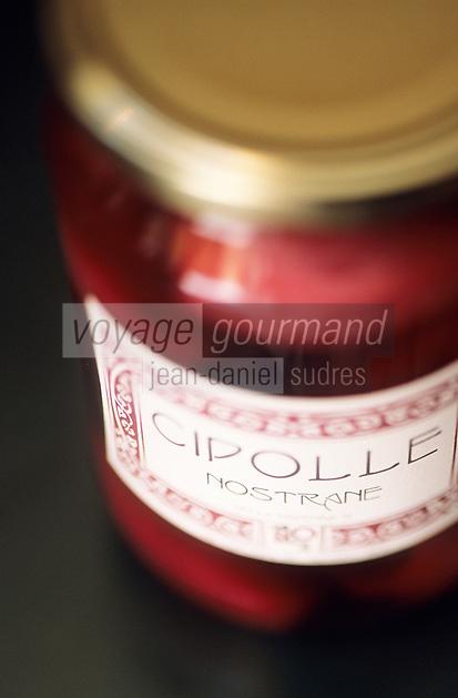 Europe/Italie/Emilie-Romagne/Trattoria del Amerigo : Conserve d'oignons dans la boutique d'un restaurant- Restaurant et épicerie fine