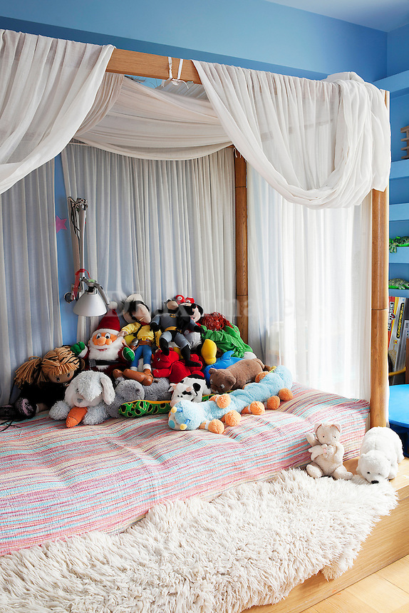 canopy bed with stuffed animals