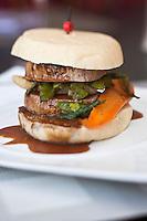 Europe/France/Limousin/19/Corrèze/Brive-la-Gaillarde:  Burger de veau recette de Christophe Ansart - restaurant: Le Living