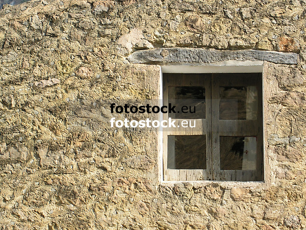 small wooden window<br /> <br /> peque&ntilde;a ventana de madera<br /> <br /> kleines Holzfenster<br /> <br /> 2272 x 1704 px<br /> 150 dpi: 38,47 x 28,85 cm<br /> 300 dpi: 19,24 x 14,43 cm