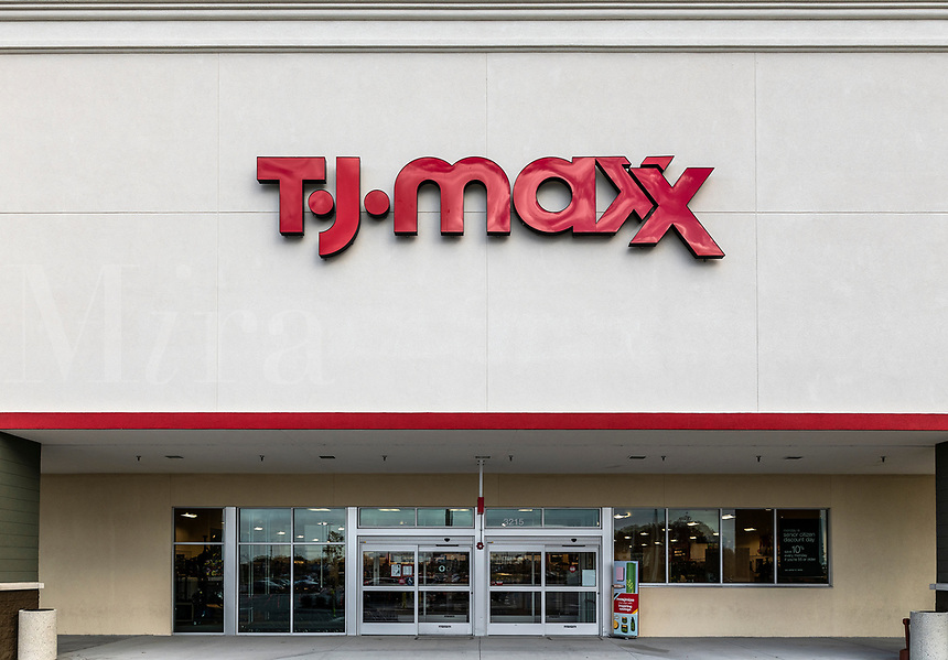 TJ Max deparment store exterior.