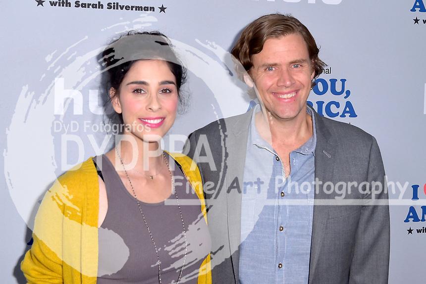Sarah Silverman und Gavin Purcell beim Fototermin zur Hulu TV-Serie 'I Love You, America' im Chateau Marmont Hotel. Los Angeles, 11.10.2017