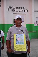 Tenosique Tabasco 20/Noviembre/2014.<br /> La Caravana Movimiento Migrante Mesoamericano &ldquo;Puentes de Esperanza&rdquo;, fue recibida por la casa del migrante &ldquo;La 72&rdquo;, por todos los miembros que la componen d&aacute;ndoles un caluroso recibimiento y trat&aacute;ndolas como a sus propias familias. En el lugar  hablaron migrantes que se encuentran en la casa adem&aacute;s de tomar la palabra el Fray Tom&aacute;s y algunas de las Mam&aacute;s que integran dicha Caravana.<br /> Por la tarde-noche se realiz&oacute; una actividad en el centro de Tenosique donde las familias de la caravana, pusieron todas las fotos de los desaparecidos en el piso y pidiendo informes por si alguien pudiera dar alguna pista de sus paraderos. La intensa jornada de este jueves culmino en un acto solidario con respecto a los 43 Estudiantes de la Normal Rural de Ayotzinapa &ldquo;Ra&uacute;l Isidro Burgos&rdquo;, donde las madres y familiares de la caravana formaron el n&uacute;mero 43 con velas.<br /> Todos los derechos reservados.