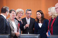 Berlin, Landwirtschaftsminister Hans-Peter Friedrich (CSU), Bundesumweltministerin Barbara Hendricks (SPD), Kulturstaatsministerin Monika Gr&uuml;tters (CDU), Bundesinnenminister Thomas de Maiziere (CDU), Staatsministerin f&uuml;r Migration, Fl&uuml;chtlinge und Integration, Aydan &Ouml;zoguz (SPD), Bundesfamilienministerin Manuela Schwesig (SPD) und Kanzleramtsminister Peter Altmaier (CDU) am Dienstag (17.12.13) im Bundeskanzleramt bei der ersten Kabinettssitzung der neuen Bundesregierung.<br /> Foto: Steffi Loos/CommonLens