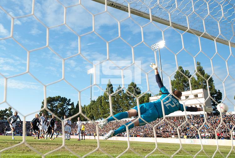 Santa Clara, Ca - Sunday, October 21, 2012: The  San Jose Earthquakes tied the LA Galaxy 2-2 at Buck Shaw Stadium. Jose Saunders reaches for a Marvin Chavez goal.