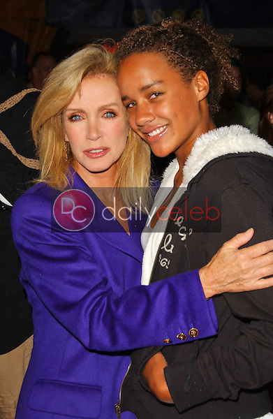 Donna Mills and her daughter Chloe<br />