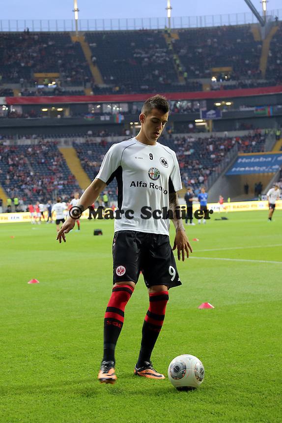 Joselu (Eintracht) macht sch warm - Eintracht Frankfurt vs. Karabach Adam, UEFA Europa League 1. Runde, Rückspiel