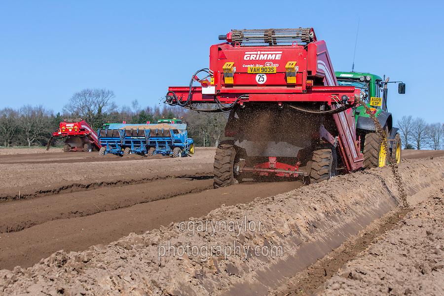 De clodding potato seed bed with Grimme CS 150 combi star & John Deere tractor - Norfolk, March